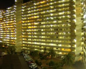 Apartamento En Ventaen Maracaibo, Avenida El Milagro, Venezuela, VE RAH: 18-3963