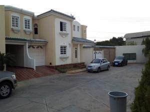 Townhouse En Ventaen Maracaibo, Avenida Milagro Norte, Venezuela, VE RAH: 18-4065