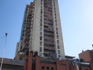 Apartamento En Ventaen Maracay, Avenida Bolivar, Venezuela, VE RAH: 18-3919