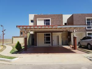 Townhouse En Ventaen Punto Fijo, El Cardon, Venezuela, VE RAH: 18-4015