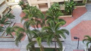 Apartamento En Ventaen Maracaibo, Avenida El Milagro, Venezuela, VE RAH: 18-4009