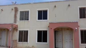 Townhouse En Ventaen Maracaibo, Via La Concepcion, Venezuela, VE RAH: 18-4100