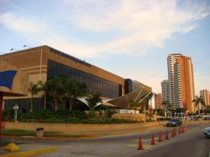 Local Comercial En Alquileren Maracaibo, Avenida El Milagro, Venezuela, VE RAH: 18-4122