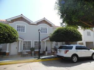 Townhouse En Ventaen Maracaibo, Fuerzas Armadas, Venezuela, VE RAH: 18-4957