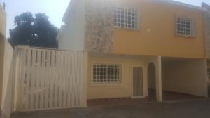 Townhouse En Ventaen Ciudad Ojeda, Campo Elias, Venezuela, VE RAH: 18-3284
