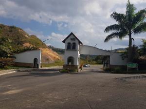 Apartamento En Ventaen Los Teques, El Solar De La Quinta, Venezuela, VE RAH: 18-4356