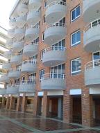 Apartamento En Ventaen Higuerote, Puerto Encantado, Venezuela, VE RAH: 18-4864