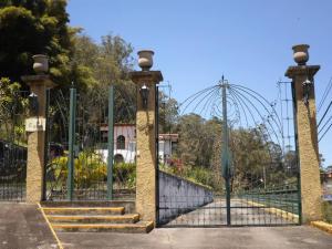 Casa En Ventaen San Antonio De Los Altos, La Suiza, Venezuela, VE RAH: 18-4377