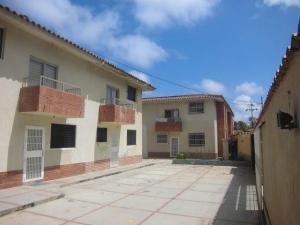 Apartamento En Ventaen Tucacas, Tucacas, Venezuela, VE RAH: 18-4630