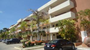 Apartamento En Alquileren Lecheria, Complejo Turistico El Morro, Venezuela, VE RAH: 18-4446