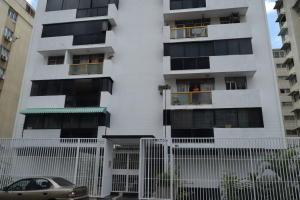 Apartamento En Ventaen Caracas, Los Palos Grandes, Venezuela, VE RAH: 18-3298