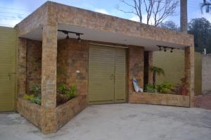 Casa En Alquileren Caracas, Los Guayabitos, Venezuela, VE RAH: 18-4711