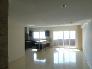 Apartamento En Ventaen Lecheria, Av Bolivar, Venezuela, VE RAH: 18-5958