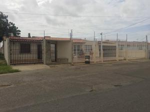 Casa En Ventaen Punto Fijo, Puerta Maraven, Venezuela, VE RAH: 18-4963