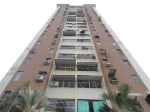 Apartamento En Ventaen Maracay, Avenida Ayacucho, Venezuela, VE RAH: 18-4964
