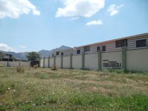 Townhouse En Ventaen Municipio San Diego, Caracaras, Venezuela, VE RAH: 18-5033