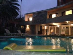 Casa En Ventaen Catia La Mar, Playa Grande, Venezuela, VE RAH: 18-5041