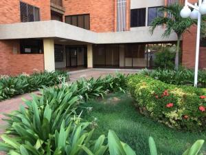 Apartamento En Ventaen Maracaibo, Valle Frio, Venezuela, VE RAH: 18-5158