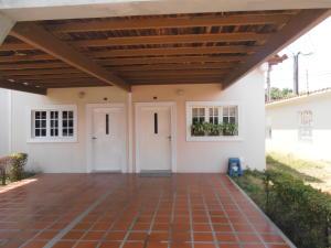 Townhouse En Ventaen Ciudad Ojeda, La N, Venezuela, VE RAH: 18-5218
