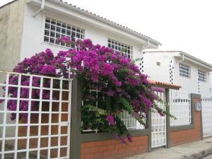 Townhouse En Ventaen La Morita, Villas Del Sol Ii, Venezuela, VE RAH: 18-5388