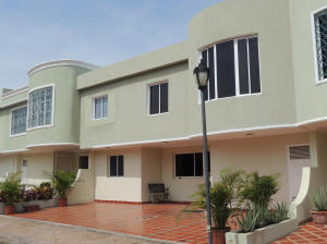Townhouse En Ventaen Maracaibo, La Picola, Venezuela, VE RAH: 18-5297