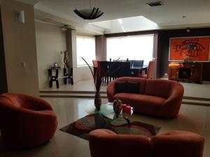 Apartamento En Alquileren Maracaibo, Avenida Baralt, Venezuela, VE RAH: 18-5304
