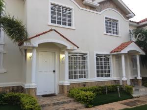 Townhouse En Ventaen Maracaibo, Lago Mar Beach, Venezuela, VE RAH: 18-5499
