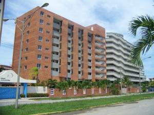 Apartamento En Ventaen Higuerote, Puerto Encantado, Venezuela, VE RAH: 18-5505