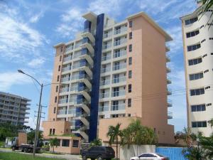 Apartamento En Ventaen Higuerote, Puerto Encantado, Venezuela, VE RAH: 18-5506