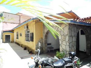 Casa En Ventaen Caracas, Los Chaguaramos, Venezuela, VE RAH: 18-5585