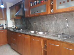 Apartamento En Ventaen Maracaibo, Avenida Goajira, Venezuela, VE RAH: 18-6858