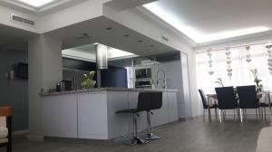 Apartamento En Ventaen Maracaibo, El Milagro, Venezuela, VE RAH: 18-5690