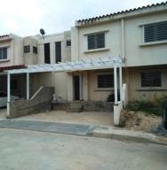 Casa En Ventaen Municipio Linares Alcantara, Conjunto Residencial Parque Coropo, Venezuela, VE RAH: 18-5810