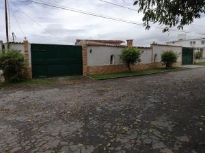 Casa En Ventaen San Antonio De Los Altos, Club De Campo, Venezuela, VE RAH: 18-6082