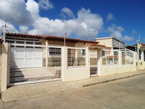 Casa En Ventaen Margarita, Porlamar, Venezuela, VE RAH: 18-6123