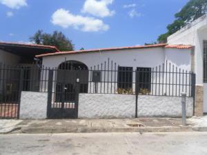 Casa En Ventaen Cua, Santa Rosa, Venezuela, VE RAH: 18-6251