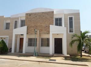Townhouse En Alquileren Ciudad Ojeda, Campo Elias, Venezuela, VE RAH: 18-6234