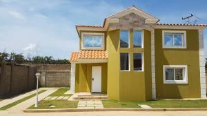 Townhouse En Ventaen Coro, Av Romulo Gallegos, Venezuela, VE RAH: 18-6292