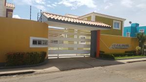 Townhouse En Ventaen Coro, Villa Milagrosa, Venezuela, VE RAH: 18-6292