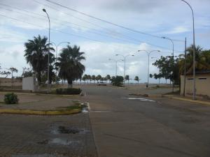 Terreno En Ventaen La Vela De Coro, Intercomunal Coro La Vela, Venezuela, VE RAH: 18-6352