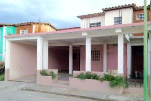 Casa En Ventaen Maracay, Santa Rita, Venezuela, VE RAH: 18-6383