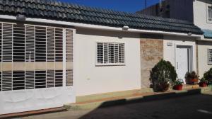 Casa En Alquileren Municipio San Francisco, La Coromoto, Venezuela, VE RAH: 18-6484