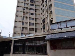 Local Comercial En Ventaen Maracaibo, Avenida Goajira, Venezuela, VE RAH: 18-6552