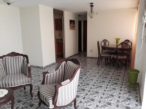 Apartamento En Ventaen Cabimas, Calle Chile, Venezuela, VE RAH: 18-6553