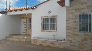 Casa En Ventaen Punto Fijo, Puerta Maraven, Venezuela, VE RAH: 18-6603