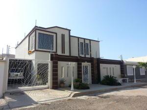 Townhouse En Ventaen Maracaibo, Avenida Milagro Norte, Venezuela, VE RAH: 18-6422