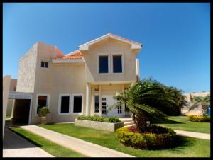 Casa En Ventaen Punto Fijo, Terrazas Club De Golf, Venezuela, VE RAH: 18-6693