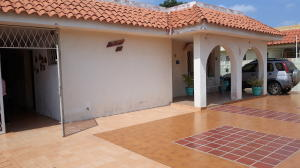 Casa En Ventaen Municipio San Francisco, La Coromoto, Venezuela, VE RAH: 18-6789
