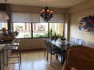 Apartamento En Ventaen Maracaibo, Avenida El Milagro, Venezuela, VE RAH: 18-7208