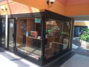 Local Comercial En Ventaen Maracay, Zona Centro, Venezuela, VE RAH: 18-6888
